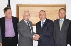 DAW-Präsident Müller mit Premierminister Haradinaj, DKWG-Präsident Wiesenhütter und Gani Dreshaj, (li.)